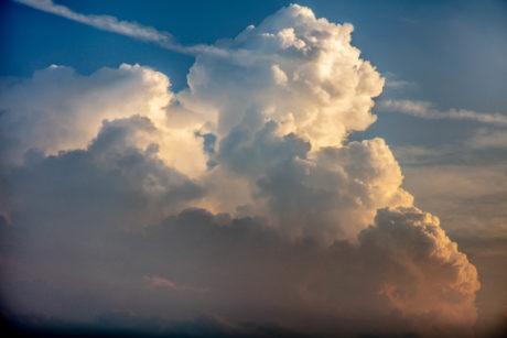 8月の夏らしい雲